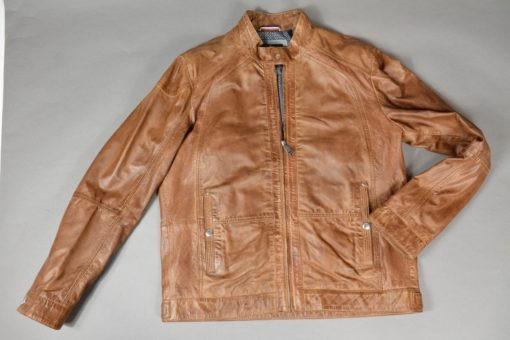 Vue de face du Blouson en cuir teinte acajou, empiècements perforés sur les côtés, style moderne et urbain.