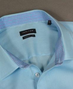 Chemise-manches-courtes-bleu-clair-un-basique-chic-et-frais-pour-les-beaux-jours_3387
