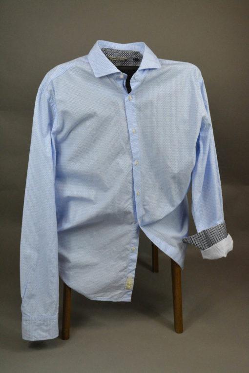 Vue de face de la chemise
