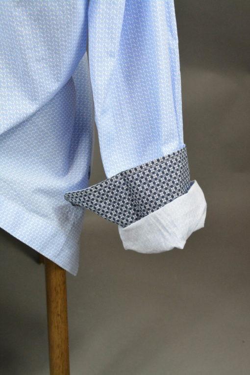 Doublure intérieur de la Manche, Chemise manches longues à motifs et à la doublure contrastée.