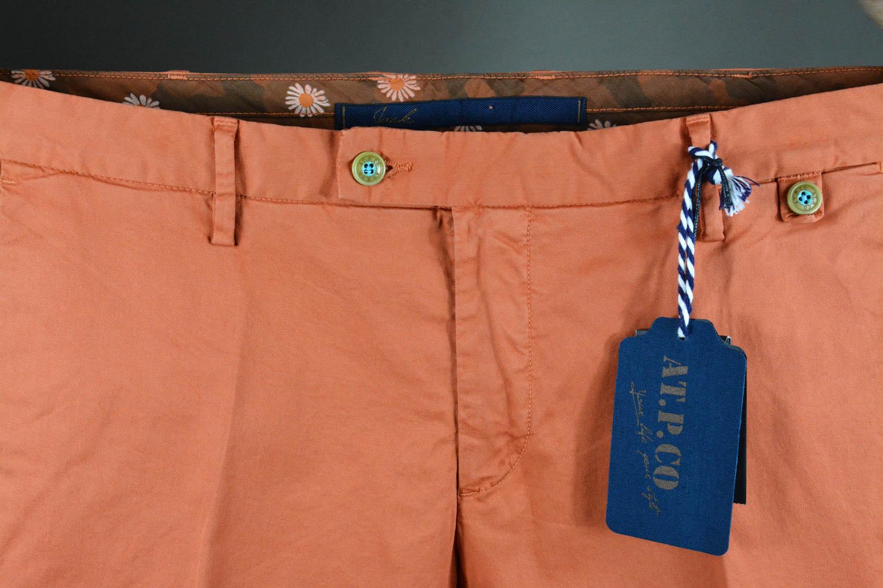 Carotte Bleue pour pantalon chino couleur carotte doublure fleurie, style casual et