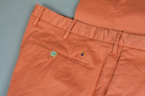 BOUTIQUE SUITE 61 Pantalon chino couleur carotte doublure fleurie, style casual et frais.