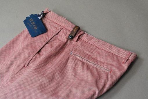 Marque ATPCO Pantalon-chino-tissu-a-fins-quadrillages-cerise-style-printanier