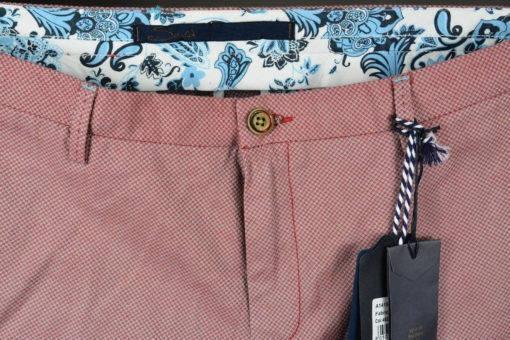 Pantalon-chino-tissu-a-fins-quadrillages-cerise-style-printanier