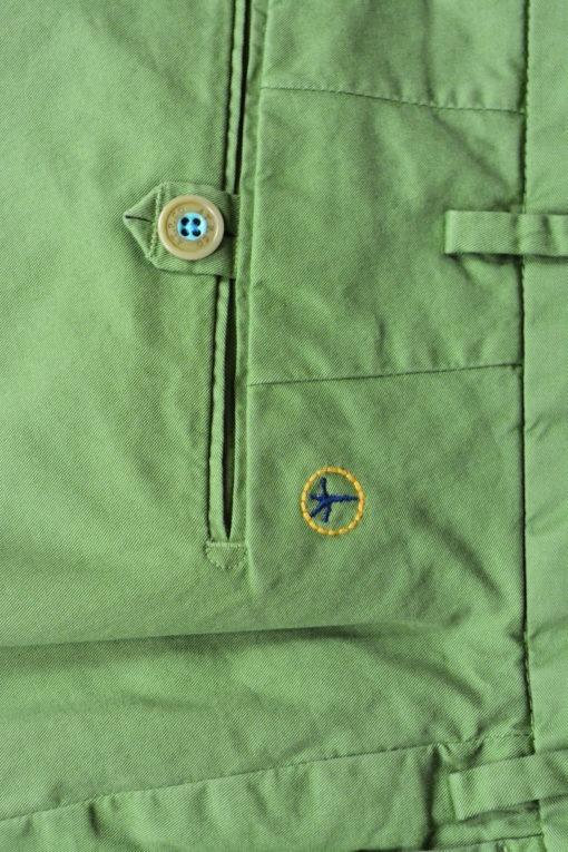 Finition Pantalon chino vert prairie doublure fleurie, style casual et frais. ATPCO