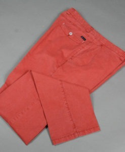 Pantalon-droit-stretch-rouge-au-style-casual-et-printanier_3606