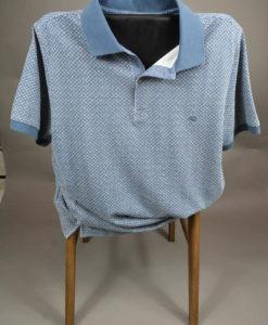 Polo-bleu-casual-aux-motifs-carres-blancs-bords-de-manche-bleu-uni_3492