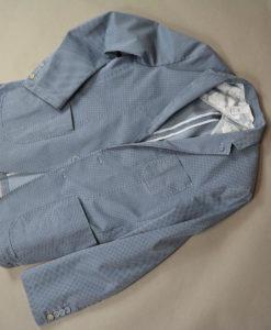 Veste deux boutons bleue motif quadrillage en losange, style urbain.