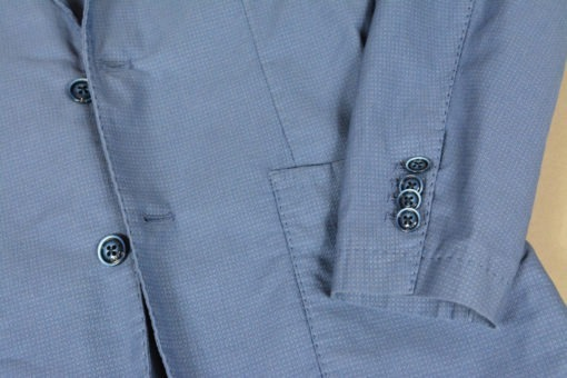 Veste deux boutons d'un bleu lumineux, style urbain.