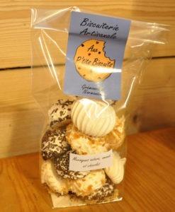 Biscuit-biscuiterie-artisanale---Meringues-nature,-amandes-et-chocolat